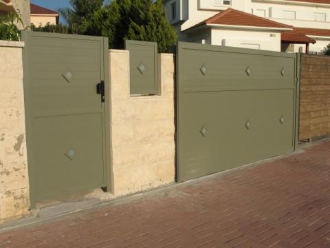 שערים - שערים -  דגם אטום - שערים-שער חניה